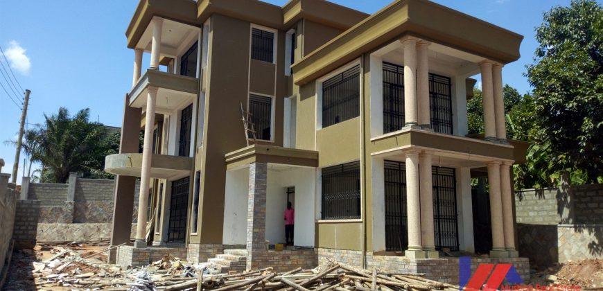 6 bedroom Lake view Mansion in Munyonyo for Sale
