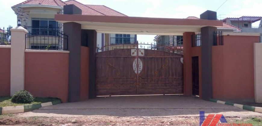 Five bedroom Mansion in the executive neighborhood Luzira