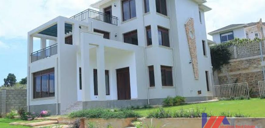 4bedroom house in Kitende for sale