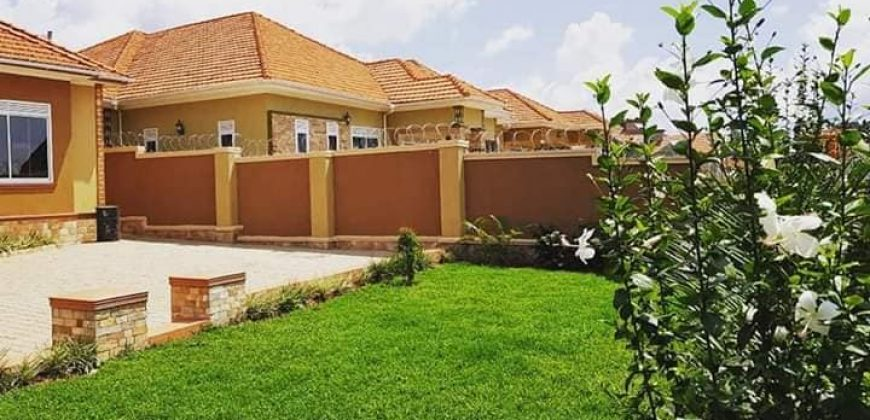 4bedrooms,3bath,2quarter rooms in kira at 450m on 16decimals
