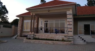 6 bedroom House in Ntinda for sale