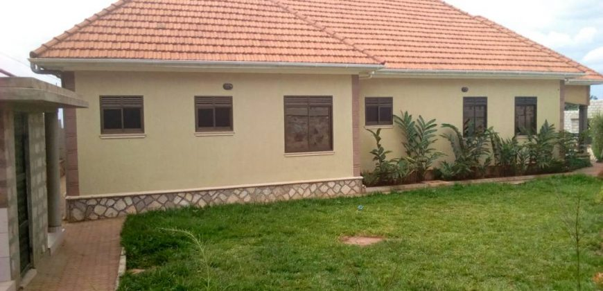 A house for sale in Kira at 600,000,000