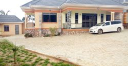 A house for sale in Kajjansi Kitende at 550,000,000