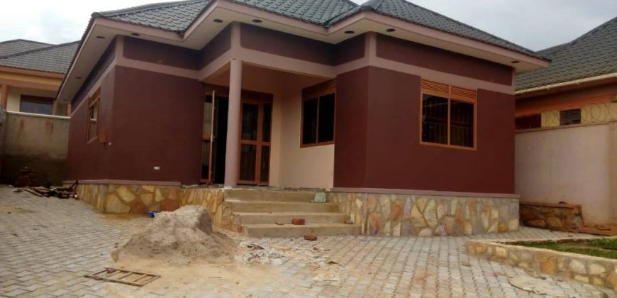 A house for sale in Nalumunye jomayi at 180,000,000.