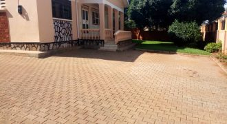 A house for sale in Mutungo hill at 1,674,000,000.