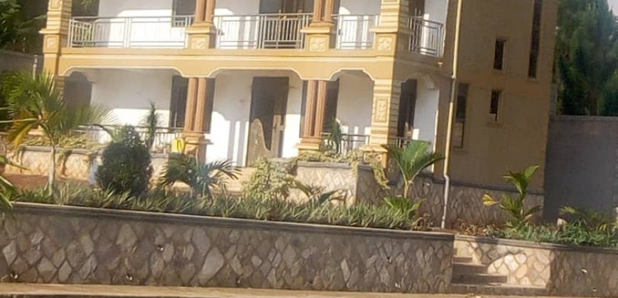 A house for sale in Mukono at 900,000,000.