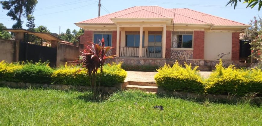 A house for sale in Kitende at 150,000,000.