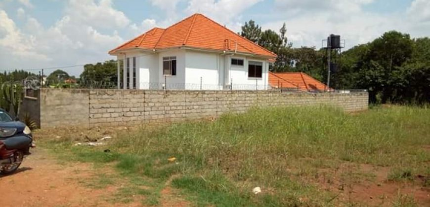 Land for sale in Bunga Kawuku at 180,000,000.