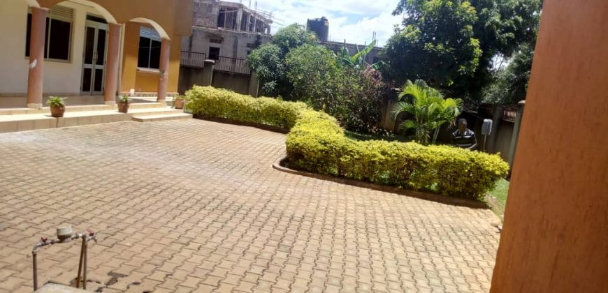 A house for sale in Kirinya at 600,000,000.