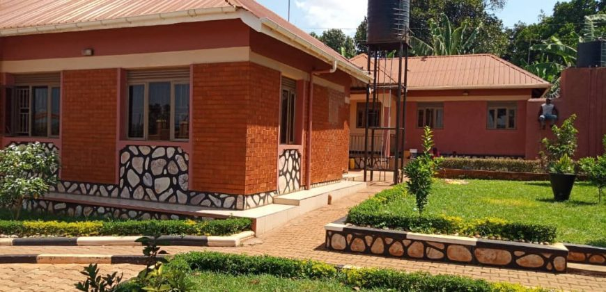 A house for sale in Sseguku Katale at 500,000,000