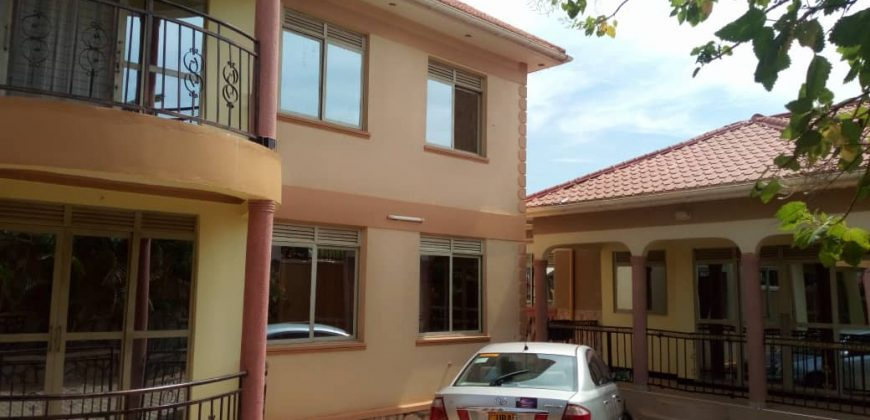 Houses for sale in Namugongo at 350,000,000.