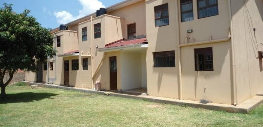 Seeta at 500k, double storaged, 3 bedrooms 2 bathrooms, security guranteed, accessible