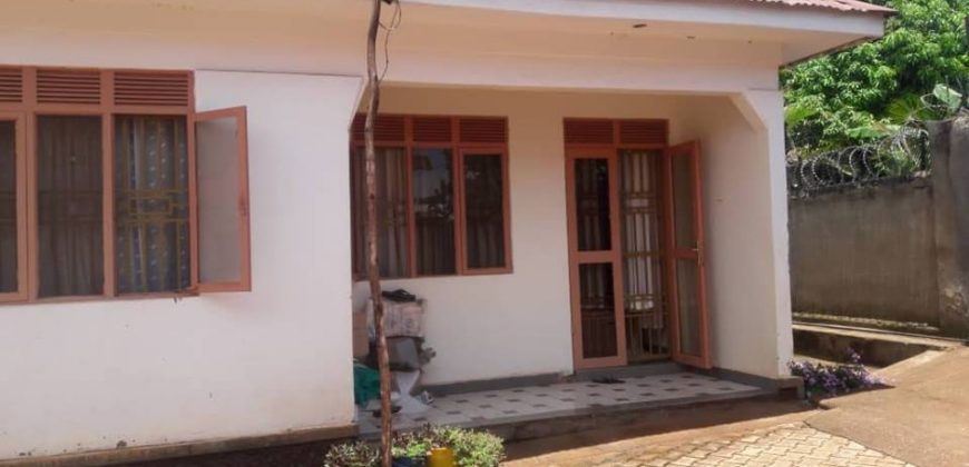 3bedroom 2bathroom house for sale @180m in Bweya kajjansi along Entebbe road with double self contained servant rooms seated on 18decimals