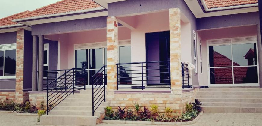 A house for sale in Kira at 500,000,000.A