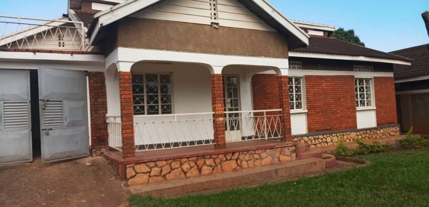House on sale in Luzira at 360,000,000