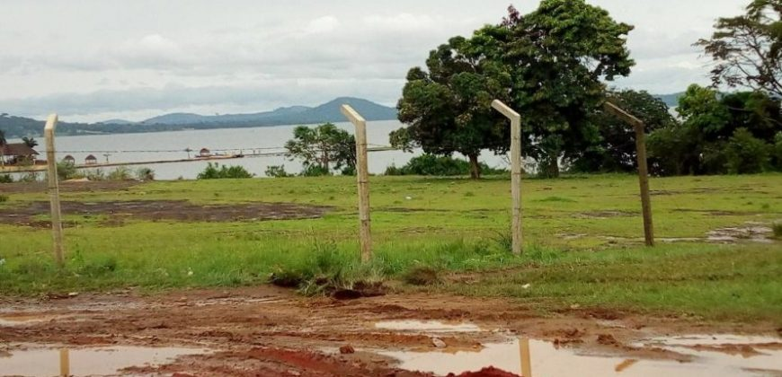 One acre private mailo in nakiwogo touching the main road at 270m