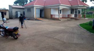 House for sale in Kisaasi Kulambiro at shs 280,000,000