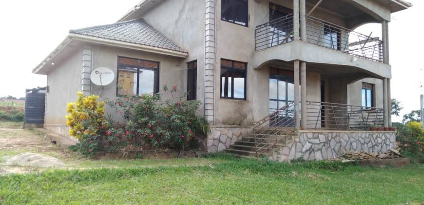House for sale in Kawuku Bwerenga at shs 380,000,000