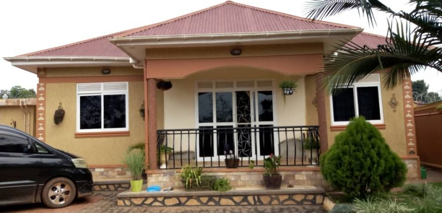 House for sale in Gayaza Makenke at shs 155,000,000