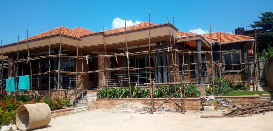 House for sale in Kiwatule at shs 900,000,000
