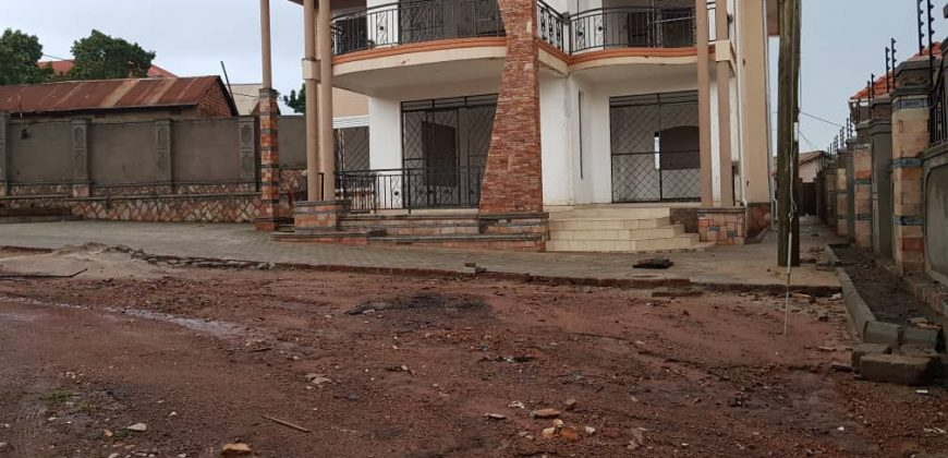 House for sale in Kisaasi Bahai at shs 900,000,000
