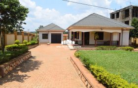 StandAlone house for rent in Kira Nsasa