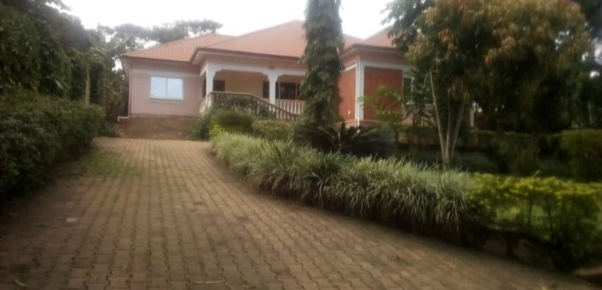 House for sale in Kyengera at shs 450,000,000