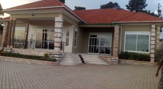 House for sale , Bwebajja on 22 deimals 4 bedrooms