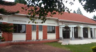 House for sale in Entebbe at shs 1500000000