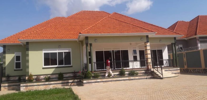 House for sale in Kitende at shs 500,000,000