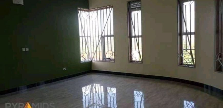 House for sale in Muyenga at shs 800,000,000