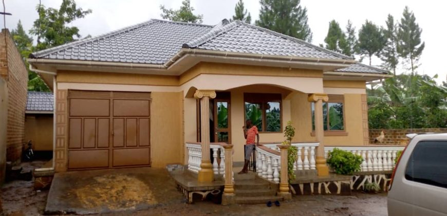 House for sale in Buloba at shs 100,000,000
