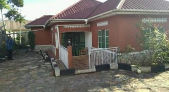 House for sale in Bunga at shs 190,000,000