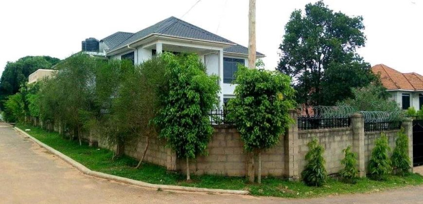 Houses for sale in Lugala at shs 1,036,000,000