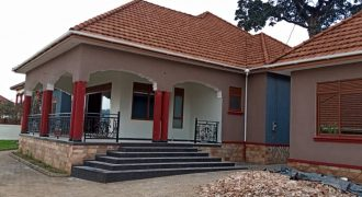 House on sale in Butabiika at shs 780,000,000