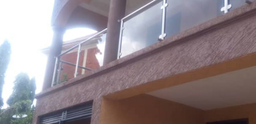 5 bedroom house for rent in Ntinda at shs 3000 US dollars