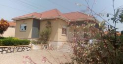 House on sale in Kyanja at shs 570,000,000