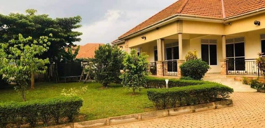 House for sale near Kiwatule recreation center at shs 300,000 US dollars