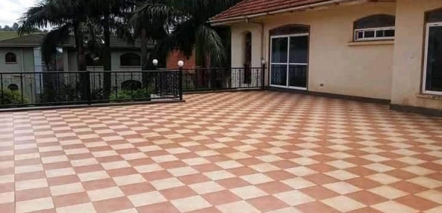 A house for sale in Kololo at shs 1,000,000 US dollars