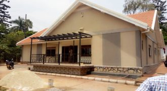 House for sale on Mbuya hill at shs 400,000 US dollars