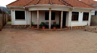 House on sale in Bwebajja Entebbe road at shs 290,000,000