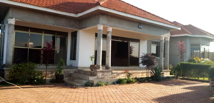 House for sale in Bwerenga at shs 220,000,000