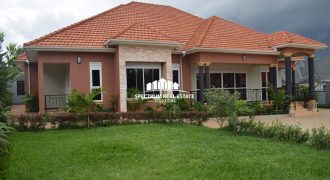 House for sale along Entebbe road at shs 600,000,000