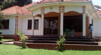 House for sale in Kiwatule at shs 1,500,000,000
