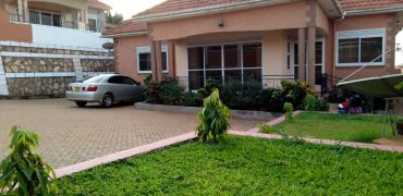 House for sale in Naalya at shs 450,000,000