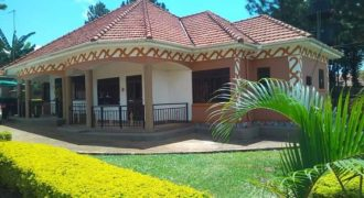 Houses for sale in Seguku Entebbe road at shs 900,000,000