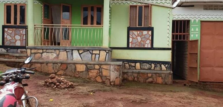 House for sale in Mpigi town at shs 59,000,000