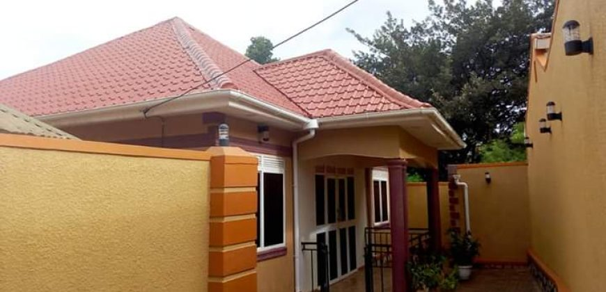House for sale in Buziga at shs 180,000,000