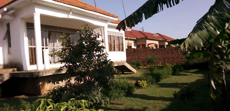 Shell house for sale in Bwebajja at shs 300,000,000