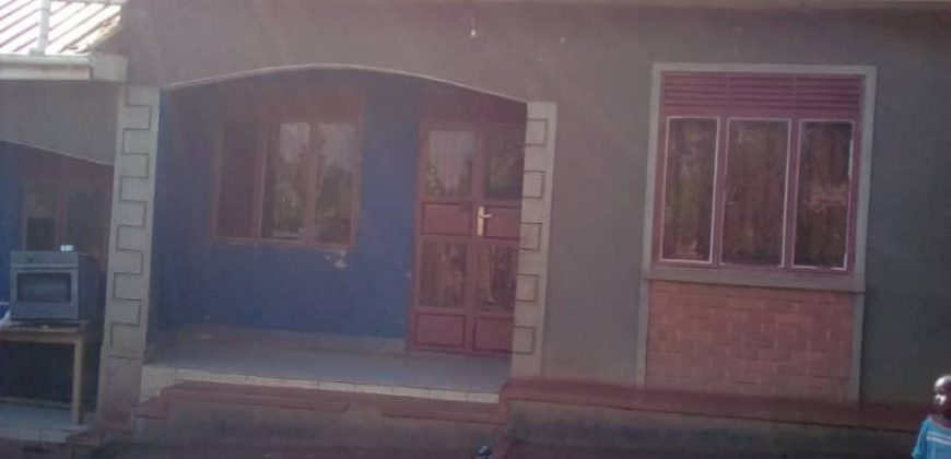 House for sale in Buwambo at shs 60,000,000